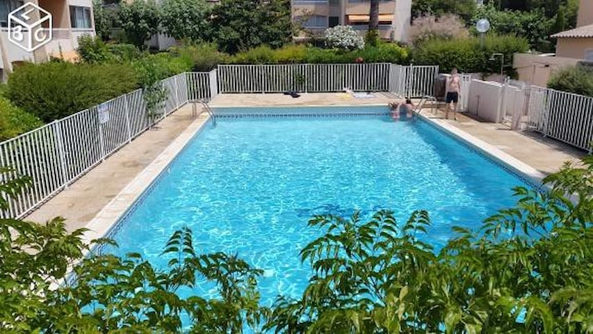 Appart 4 pers. tout équipé parking piscine plage