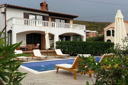 Holiday Home Michelle - First Floor with Pool - Punat