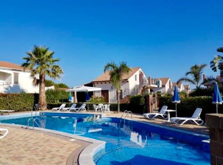 Luxury villa sul mare con piscina vicino cefal ville in for Piani casa sulla spiaggia con portici