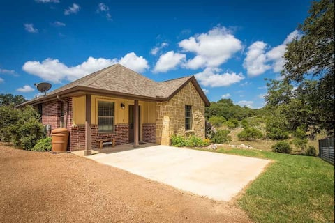 Hill Country Hideaway Near Gruene & Rivers