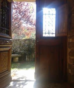 Casa de piedra rehabilitada y con encanto - Peguerinos