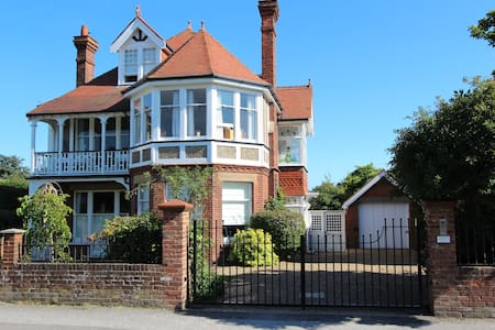 Pembroke Lodge Luxurious Retreat - Walmer