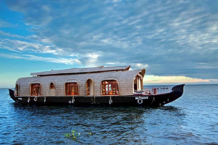 Aqua Castle Houseboat