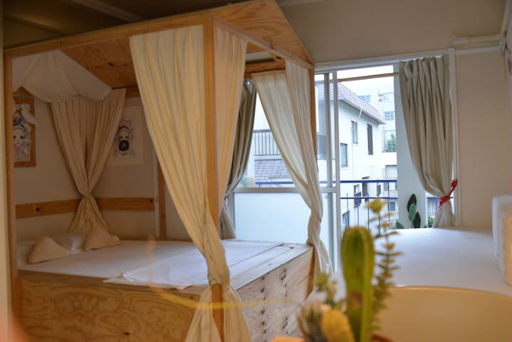 04HARAJUKU cabin studio+pocket wifi