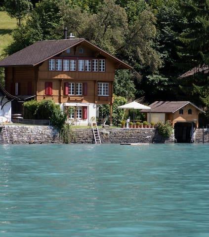 Chalet Glashütte, Directly on Lake Brienz