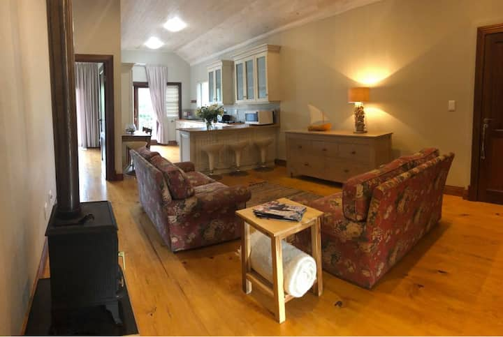 Yellow-wood beach apartment