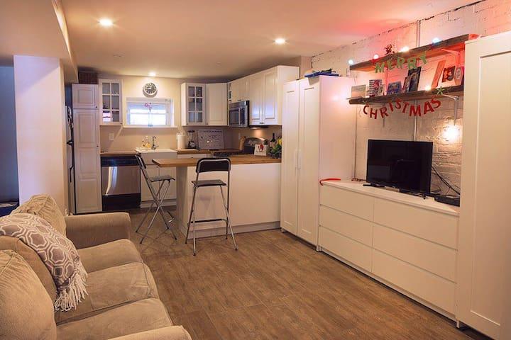 English Basement with Private Entrance & Parking - Washington - Apartment