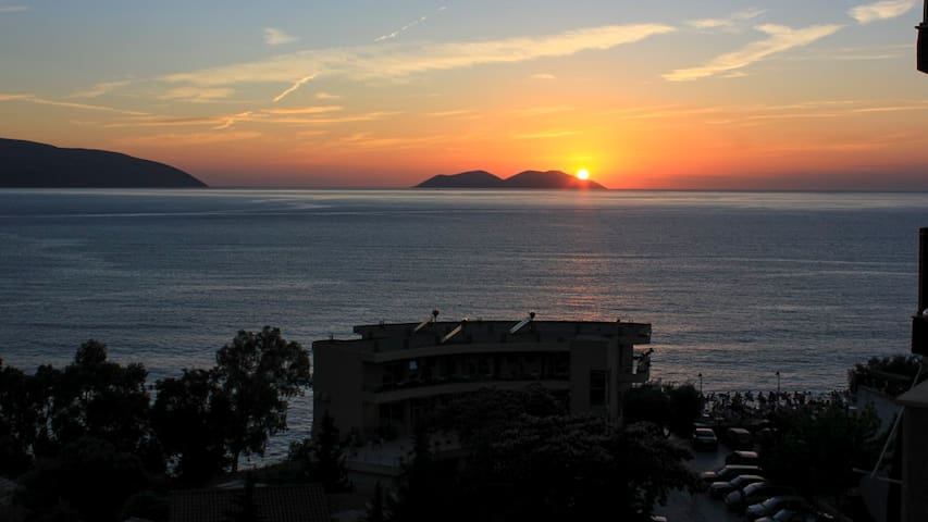Stunning Sea View Beach Side Apartment in Vlore - Vlorë - Apartament