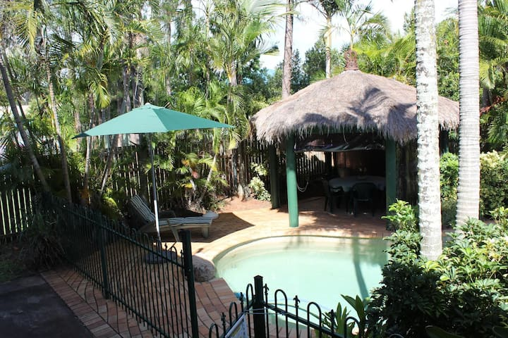 Private Apartment with Deck & Pool - Carindale - Huis