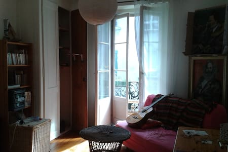 Room in central Lausanne - 洛桑 - 公寓