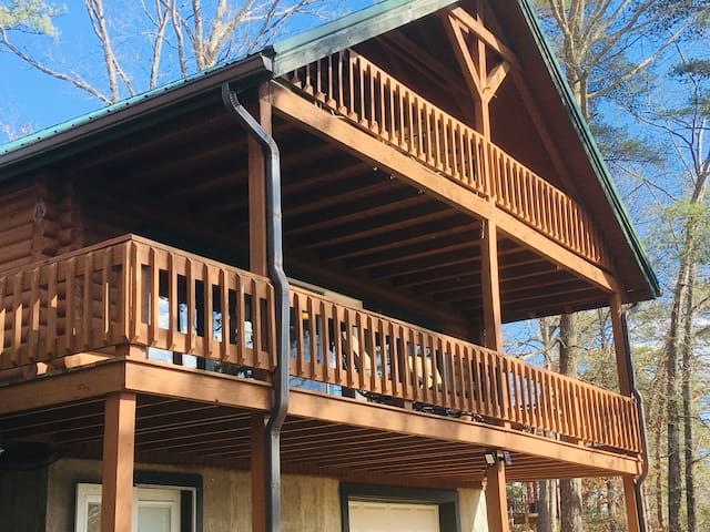 Lakeside Family Cabin