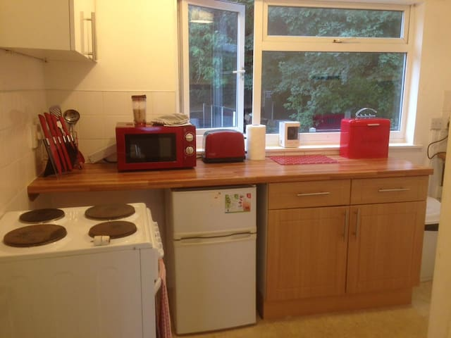 33#Yarmouth Rd 1 Bed Flat, WIFI Parking