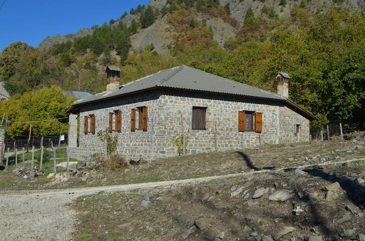 Fully equipped house in Laista