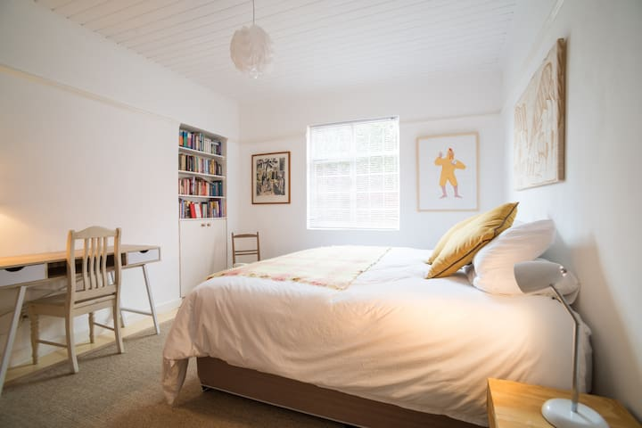 Private room near central C/Town in bookish home