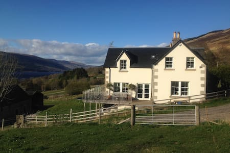 Ardtalnaig, Loch Tay, Kindrochit Farm Garden Flat