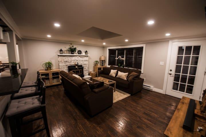 Newly renovated Pocono 4BR house with hot tub