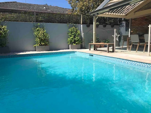 Lovely family home in Curl Curl with swimming pool