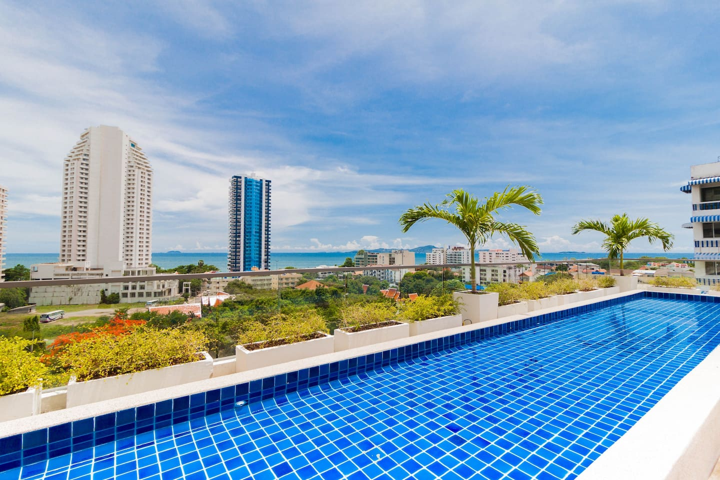 Rooftop Pool with Seaview