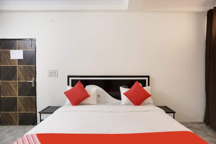 OYO Deluxe (3X) SMART Furnished Room in Delhi