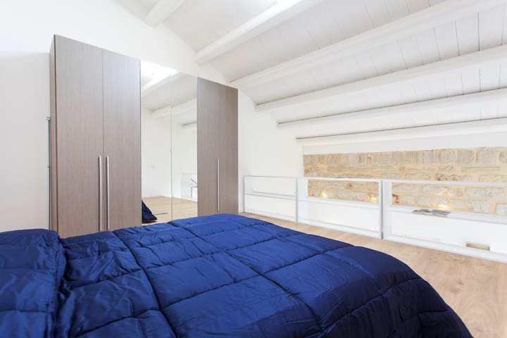 Camera da letto con aria condizionata/ Bedroom with air conditioning