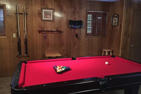 Large Pocono Chalet Great for Groups - Sleeps 19 - Lake Harmony