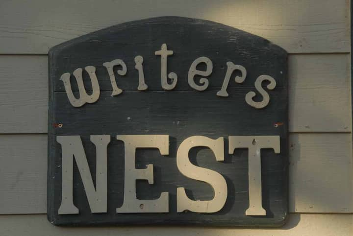 """""""The Writers Nest""""   Secluded Wilderness Lodging"""