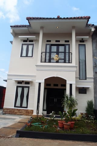 Villa Lollipop at Kusuma Estate - Batu - Casa