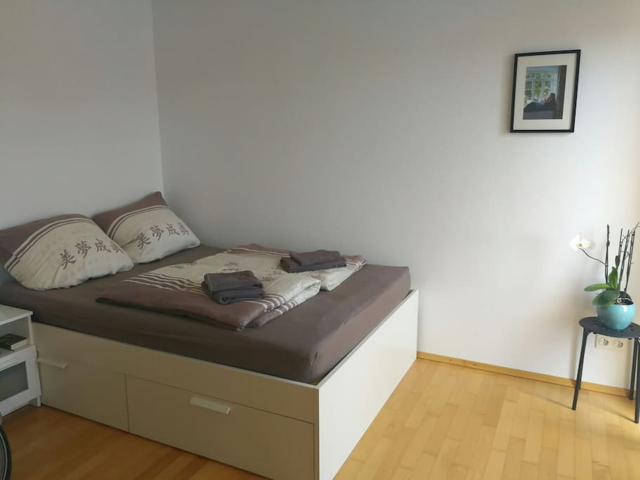 sch ne wohnung mit balkon n he commerzbank arena apartments for rent in frankfurt am main. Black Bedroom Furniture Sets. Home Design Ideas