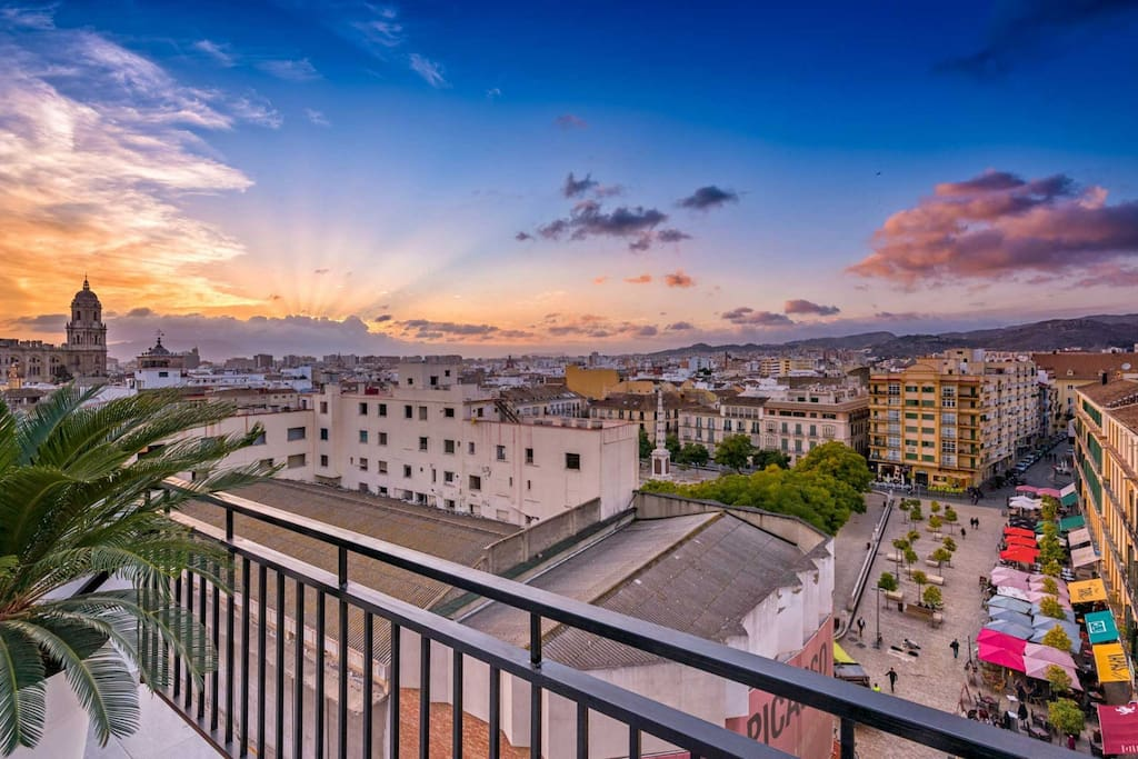 Amazing penthouse mercedes in the heart of malaga for Beds 4 u malaga