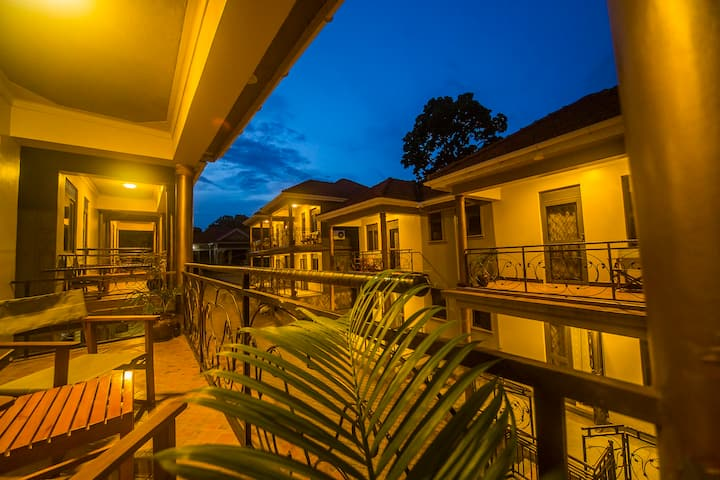 VICTORIA BREEZE APARTMENTS JINJA
