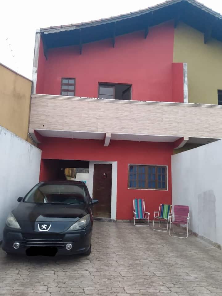Casa em Mongagua a 100 mts da praia