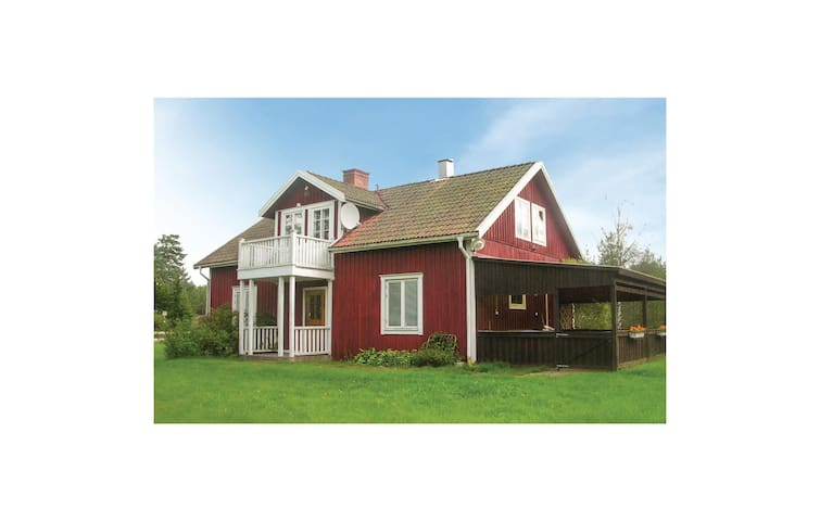 Holiday cottage with 3 bedrooms on 112m² in Mariannelund
