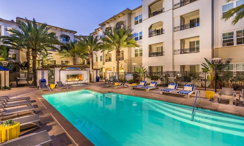Westwood PREMIUM Apartment: 2/2+ POOL+GYM+PARKING!