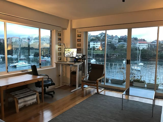 Water-view studio 15 min from City. Harbour view