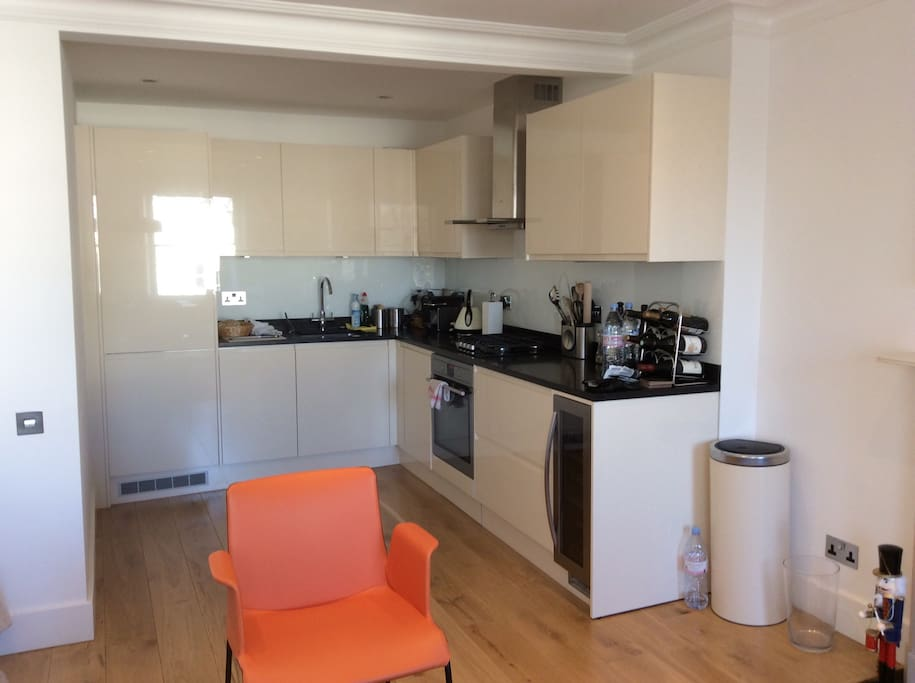 New and fully functional kitchen. Washing machine/tumble dryer available