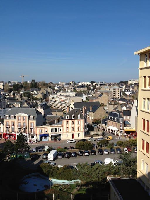 Belle vue dégagée, plein ouest sur la ville.
