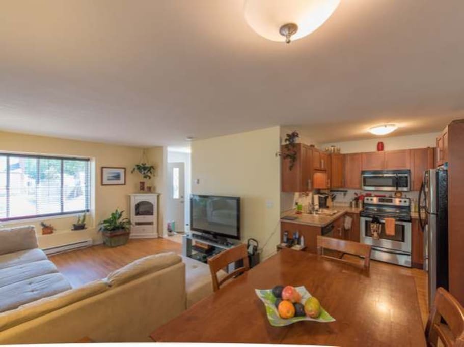 Fairway sunrise villa townhouses for rent in penticton for Fairway house cleaning