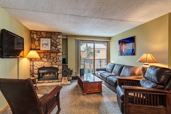 Breckenridge Ski-In/Ski-Out located in Downtown Breckenridge! Pool/Hot Tub Access! - Trails End 316