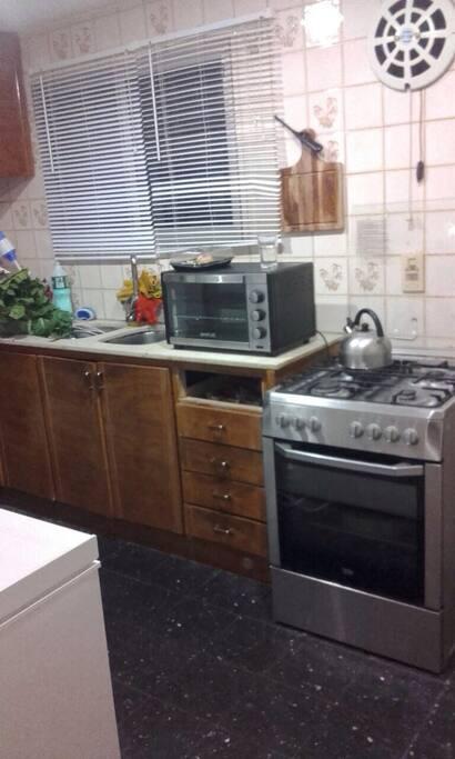 Cocina ! Cuenta con heladera, microondas, tostadora, cocina