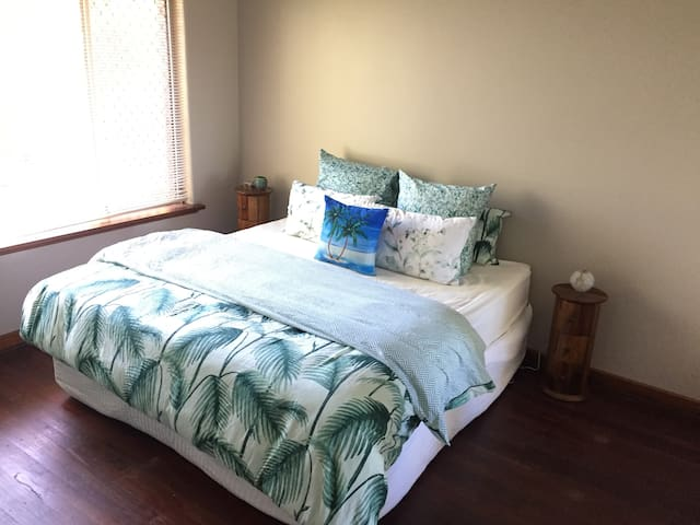 Beautifully decorated, spacious home! - Spearwood - House
