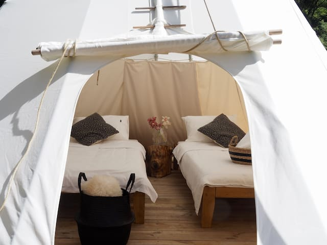 Glamping Tepee for Couples or Friends w Breakfast