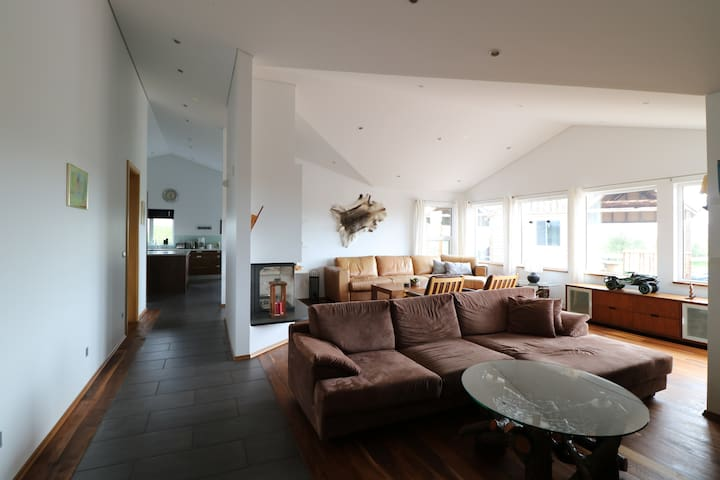 Room for 2, access to entire house! 360° view