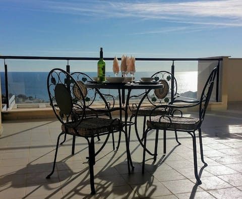 Sunny apartment with panoramic sea views