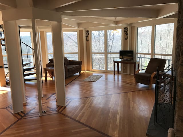 Very private secluded octagon house.  Great views