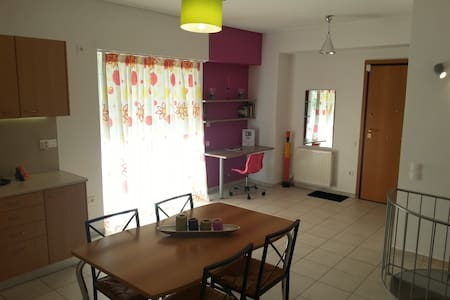 "Apartment close to metro station ""Nomismatokopio"" - Cholargos - Lejlighed"