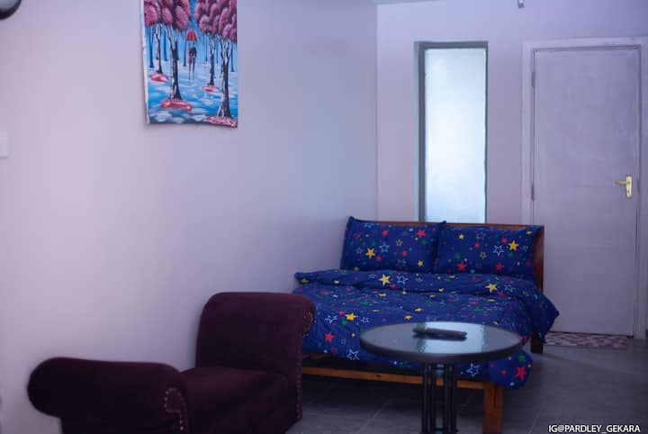 Tastefully studio near amenities and attractions
