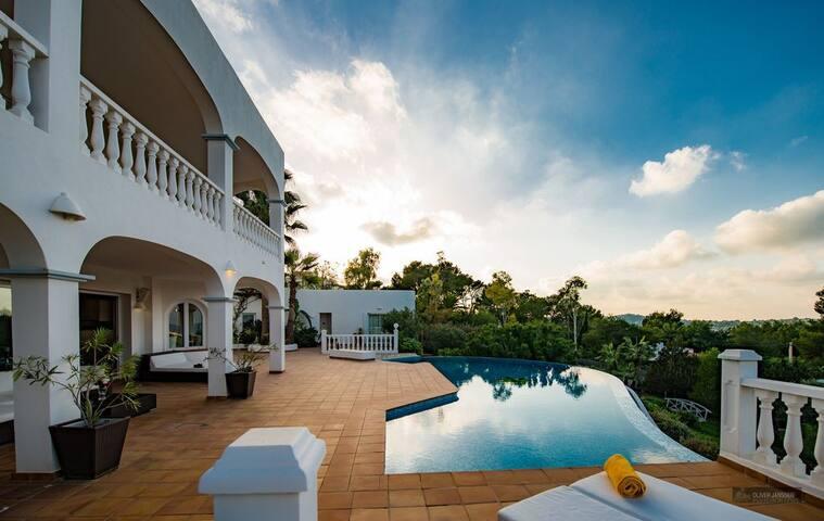 El Paraiso - lichtdurchflutete Villa mit Meerblick