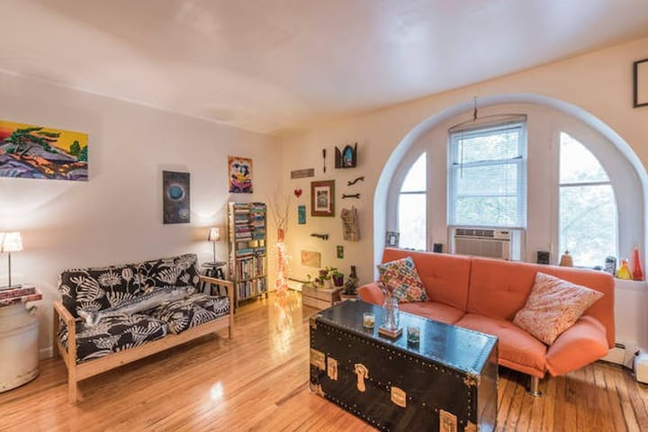 Sweet, simple room in funky West Philly apartment - Philadelphia - Apartment