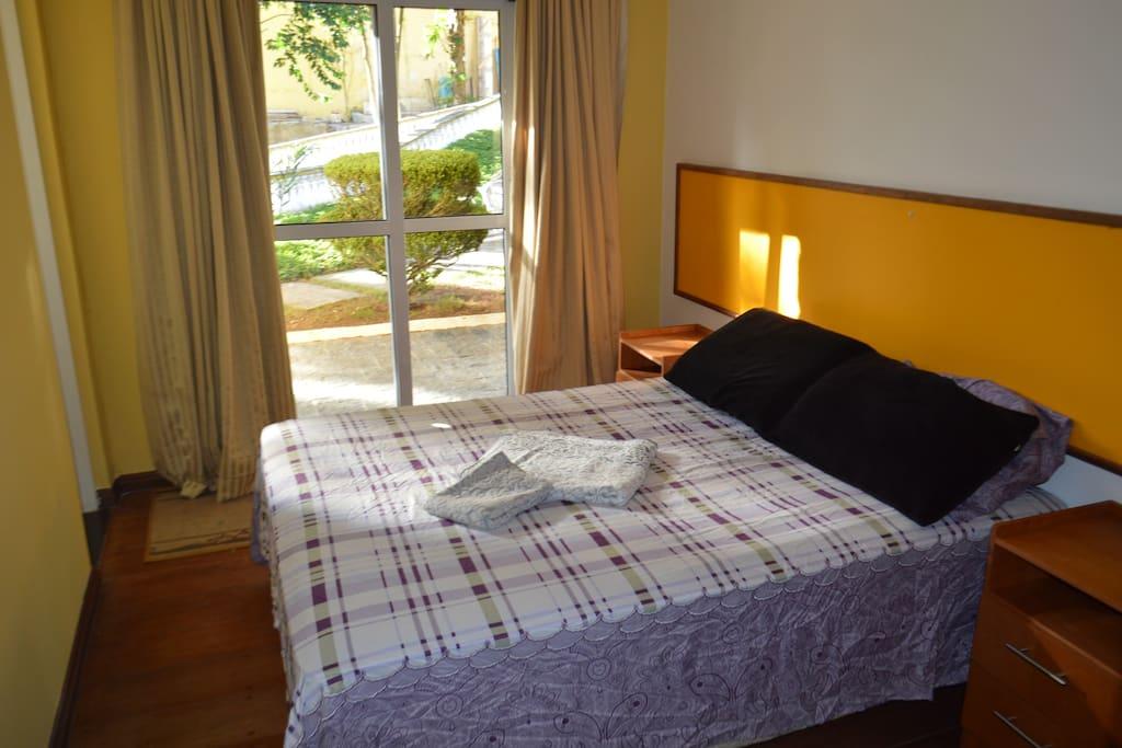 suite compacta muito confortável, saída privativa