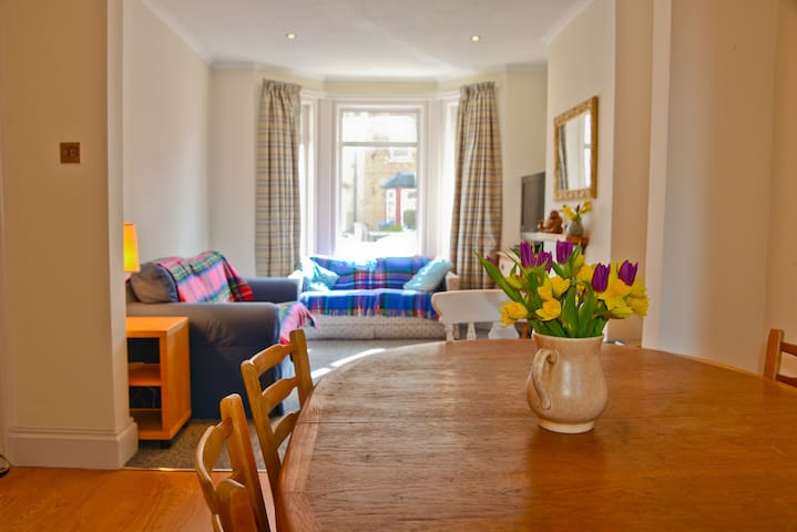 Queens House - Sleeps 6 +2 - Worthing - House